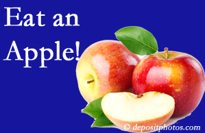 Montreal chiropractic care encourages healthy diets full of fruits and veggies, so enjoy an apple the apple season!